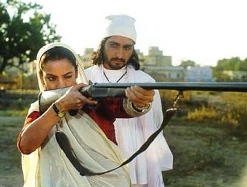 গডমাদার (১৯৯৯)পরিচালক-বিনয় শুক্লা। গ্রামের ডাকাবুকো মহিলা ডনের কাহিনি। সেরা অভিনেত্রীর জাতীয় পুরস্কার জিতে নেন শাবানা আজমি।