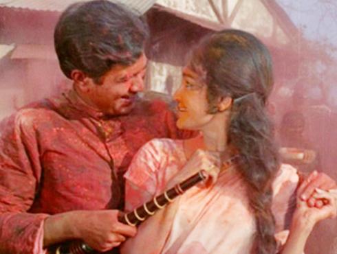 আজ না ছোড়েঙ্গে হামজোলি...আজ না ছোড়েঙ্গে হামজোলি...খেলেঙ্গে হাম হোলি, ১৯৭০। ব্লকবাস্টার ছবির সুপারহিট গান। হোলি স্পেশ্যাল অনুষ্ঠানে থাকবেই থাকবে।
