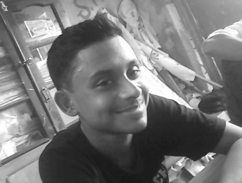 একটি ছাত্রের হত্যানেতাজি নগর কলেজ থেকে স্নাতক পাশ করেন সুদীপ্ত।