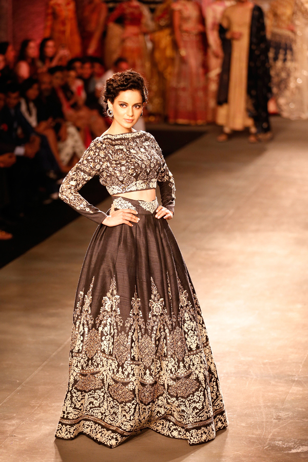 Indian actor Kangana Ranaut displays a dress created by Indian designer Anju Modi at the India Couture Week, held by Fashion Design Council of India, in New Delhi, India,  (AP Photo/Saurabh Das)