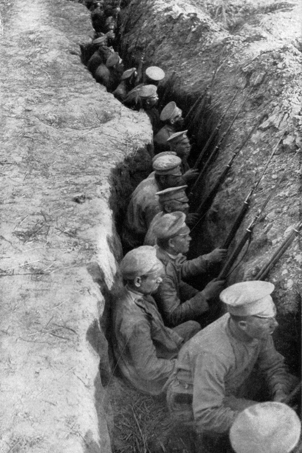 Russian troops in a trench, awaiting a German attack, 1917. (Wiki)