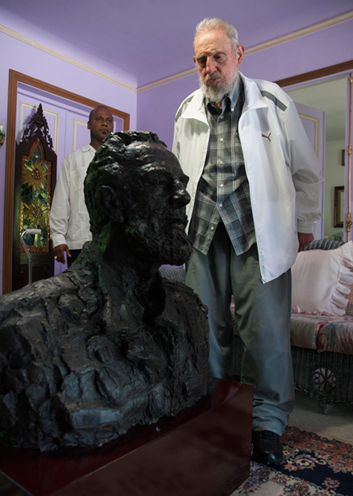 Cuba's Fidel Castro looks at a sculpture of himself, a gift from China's President Xi Jinping
