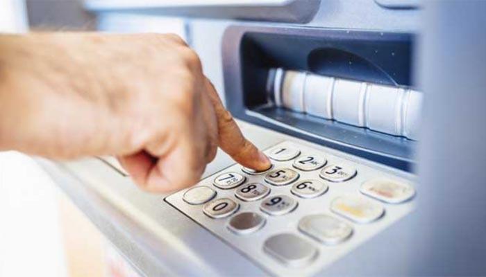 স্বামী-কে কার্ড দিয়ে টাকা তুলতে পাঠান ATM-এ? গড়বড় হলে কিন্তু মার যাবে টাকা