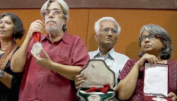 'মোদীকে বদনাম করতে পরিকল্পনামাফিক হয়েছিল অ্যাওয়ার্ড ওয়াপসি'