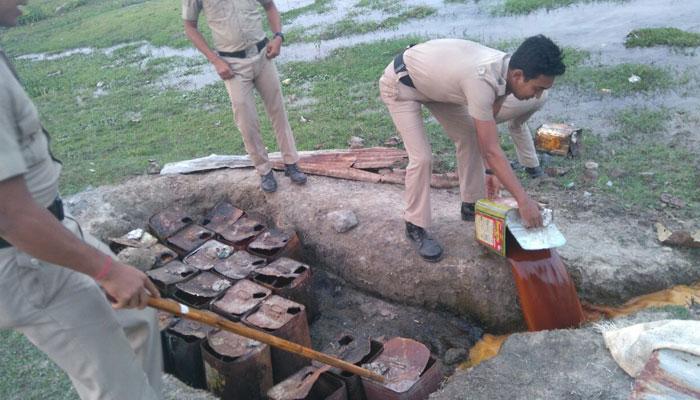 মুখ্যমন্ত্রীর নির্দেশেই কাজ, চলছে চোলাইয়ের ঠেক ভাঙার অভিযান