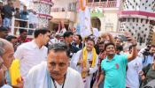 গুজরাটের মন্দিরে 'মোদী, মোদী মন্ত্রে' রাহুলকে স্বাগত জানাল জনতা