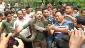 জালে অজগর, গলায় 'জড়িয়ে' উঠল সেলফি