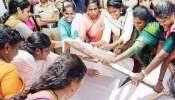 সবরীমালা মন্দিরে মহিলারা ঢুকবে না, সুপ্রিম রায় অবজ্ঞা করে হুঙ্কার বিক্ষোভকারীদের