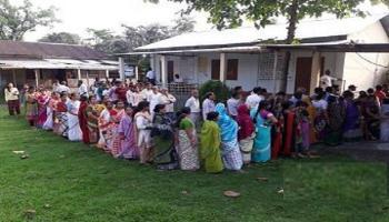 কঠোর কমিশন, শেষ দফায় ভোট চলছে রাজ্যের ২৫টি আসনে : LIVE UPDATES