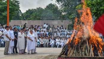 মুখাগ্নি করলেন মেয়ে নমিতা, পঞ্চভূতে বিলীন হলেন অটল বিহারী