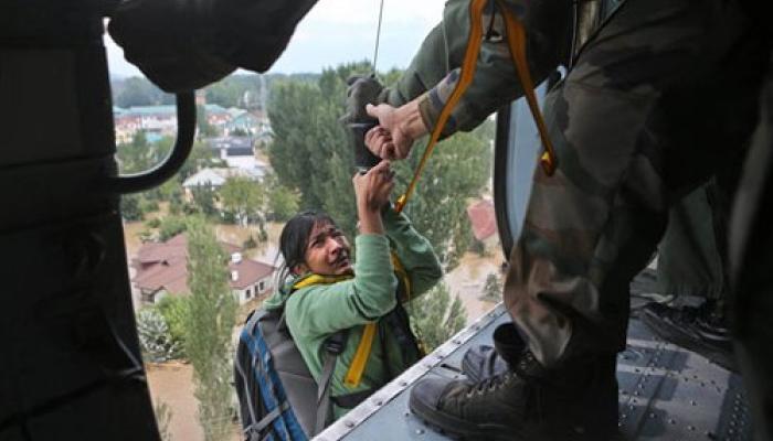 #ThankYouAirIndia  কাশ্মীরে আটকে পড়া পর্যটকদের বিন্যামূলে বিমান পরিষেবা দেওয়ার সিদ্ধান্ত এয়ার ইন্ডিয়ার