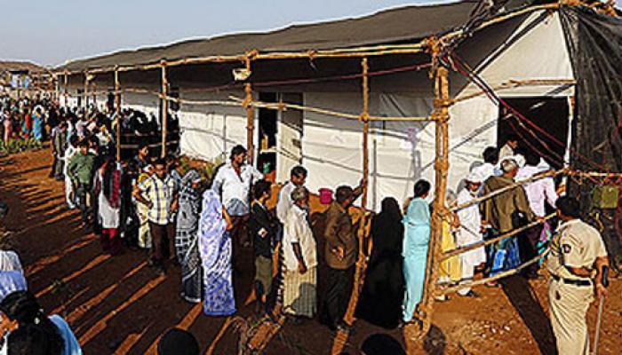 ভোট 'পুজো'-র আগে মহারাষ্ট্রে তুমুল রাজনৈতিক হুড়োহুড়ি