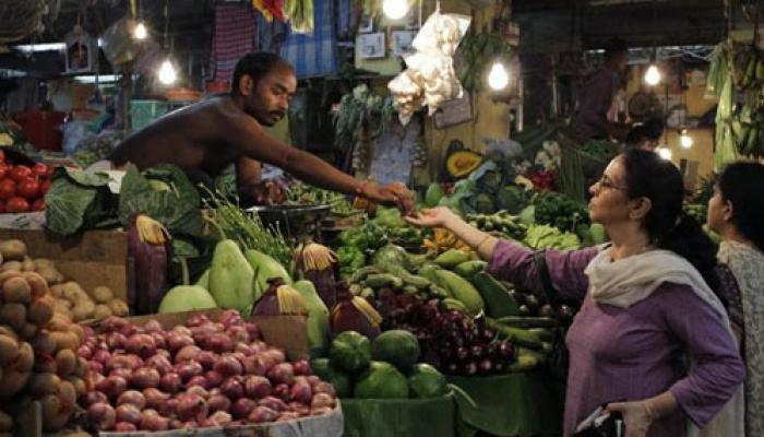হুদহুদের জেরে আগুন বাজারে বাঙালির নাভিশ্বাস