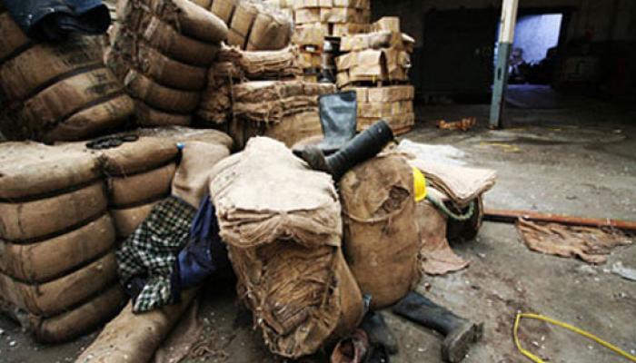 এক পাতার নোটিসে অনিশ্চিয়তার মুখে ভিক্টোরিয়া জুট মিলের সাড়ে ৫ হাজার শ্রমিক