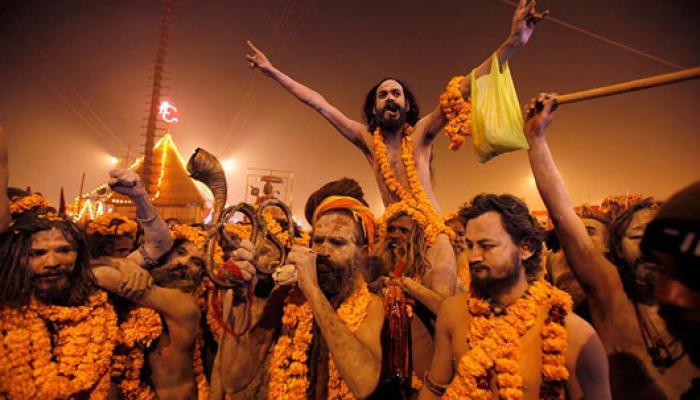 রাত পোহালেই কুম্ভ মেলা, সাধু, পুণ্যার্থীদের ভিড়ে জমজমাট গঙ্গাসাগর
