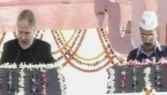 আবেগ, কৃতজ্ঞতায় দিল্লির মুখ্যমন্ত্রী পথে শপথ অরবিন্দ কেজরিয়ালের