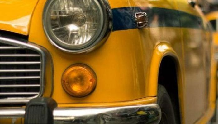দোলেও দিনভর চলল ট্যাক্সির দাদাগিরি, টাকা ছিনতাই করে যাত্রীকে মাঝরাস্তায় নামিয়ে দিল চালক