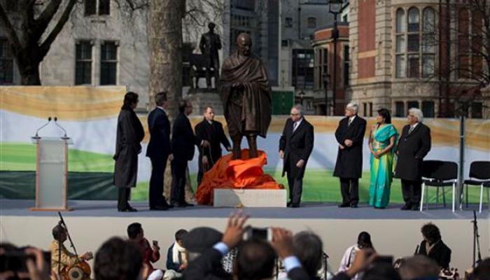 পার্লামেন্ট স্কোয়ারে উন্মোচিত মহত্মা গান্ধীর ব্রোঞ্জ মূর্তি