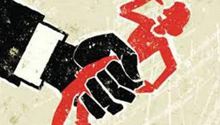 মাদক খুজতে ব্যাগ তল্লাসি, শ্লীলতাহানির অভিযোগ যাদবপুরের ছাত্রীর, অভিযোগ অস্বীকার পড়ুয়াদের