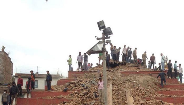 ভূমিকম্প বিধ্বস্ত মৃত্যুপুরী নেপালে মৃতের সংখ্যা ৩,২০০ ছাড়াল, উদ্ধার ১৯০০ জন ভারতীয়