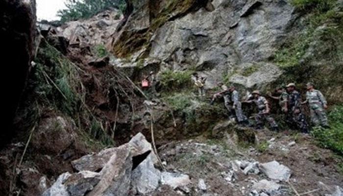 বৃষ্টিতে বিচ্ছিন্ন শিলিগুড়ি-কালিম্পং, বিধ্বস্ত পাহাড়