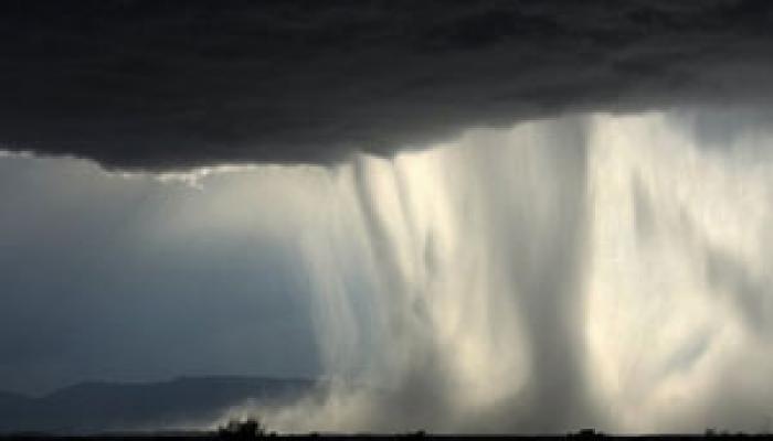 কাশ্মীরে মেঘ ভাঙা বৃষ্টিতে মৃত ৩, উত্তরাখণ্ডে মৃদু কম্পন
