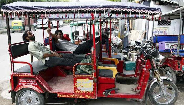 টোটোর বাড়বাড়ন্তে জীবিকার সংঘাতে রিক্সা ও অটো চালকরা