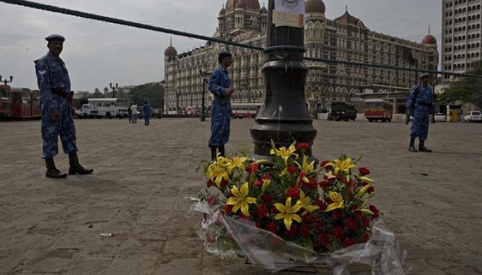 মুম্বইয়ে হাই অ্যালার্ট: অজ্ঞাত ফোনে তাজ হোটেল ও বিমানবন্দরে নাশকতার দাবি