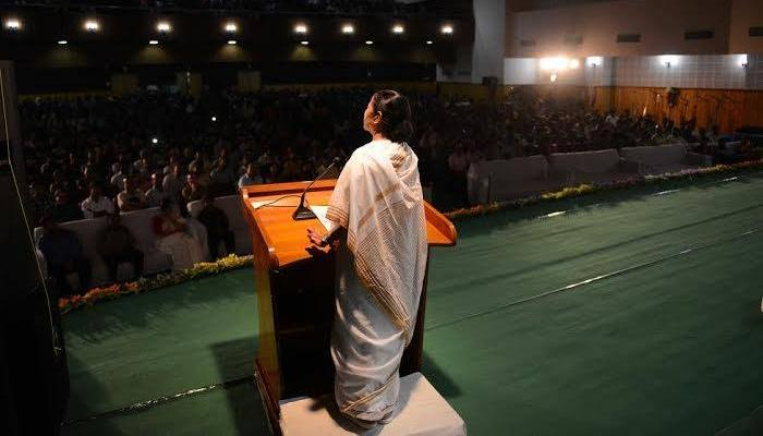বাঁকুড়ায় প্রশাসনিক বৈঠকে মমতা, জনসভা থেকে উদ্বোধন করবেন ৮০টি প্রকল্প
