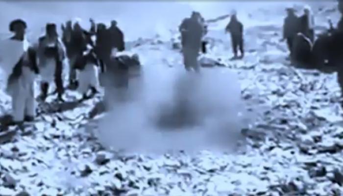 ভালবাসার শাস্তি! ১৯ বছরে কিশোরীকে পাথরে আঘাতে হত্যা করল তালিবানিরা
