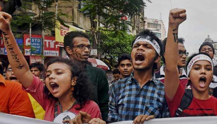 আন্দোলন প্রত্যাহার করল যাদবপুর, আগামীকাল রাজ্যপালের সঙ্গে বৈঠক