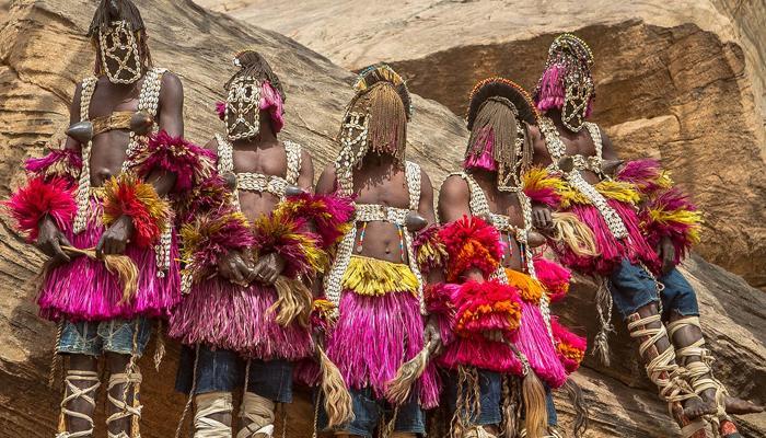 সন্ত্রাস হানার ক্ষত মুছে সেজে উঠেছে পশ্চিম আফ্রিকার মালি