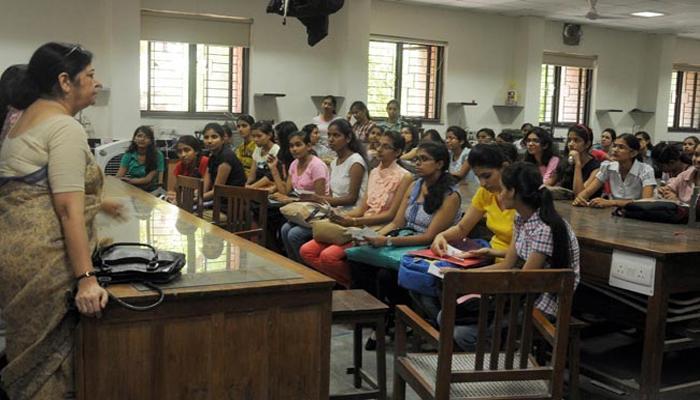 স্কুল শিক্ষা প্রতিষ্ঠানে অবসরের বয়সসীমা বাড়ানোর ভাবনা শুরু করল রাজ্য সরকার