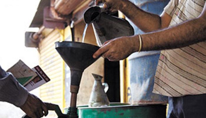 রাজ্যের জন্য কেরোসিনের বরাদ্দ প্রতি বছর কমাচ্ছে কেন্দ্র, মাথায় হাত আমজনতার, দাম বাড়ার আশঙ্কা