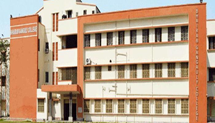 টুকলিতে বাধা, কলেজের মধ্যেই হাতবোমা ফাটিয়ে চম্পট পরীক্ষার্থীরা