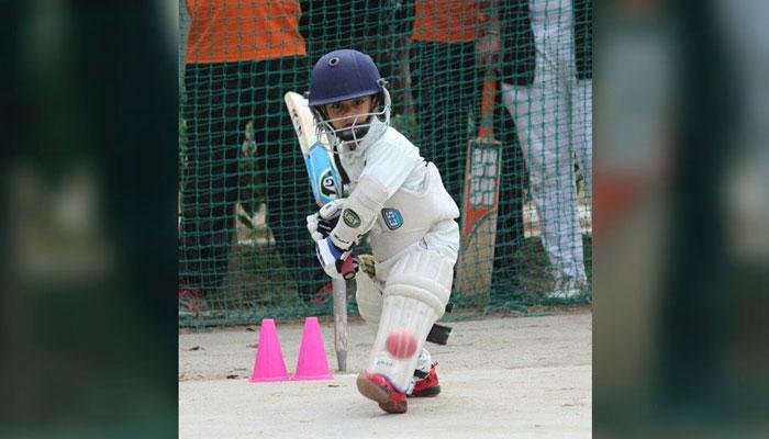বয়স ৪! প্রতিনিধিত্ব করছে অনূর্ধ্ব-১২ ক্রিকেট দলে(দেখুন ভিডিও)