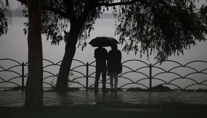 নিম্নচাপের দাপট, আজ সারাদিন বজ্রবিদ্যুত্সহ ভারী বৃষ্টির পূর্বাভাস, জলমগ্ন কলকাতা