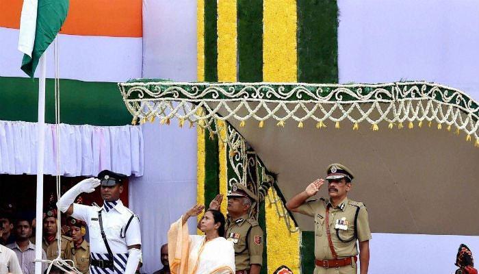 স্বাধীনতা দিবসে রেডরোডে জাতীয় পতাকা উত্তোলন করলেন মুখ্যমন্ত্রী