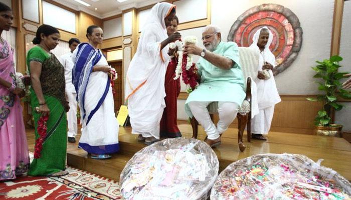 'মোদী ভাই'কে রাখি পরাবেন ১০ 'বিধবা বোন'