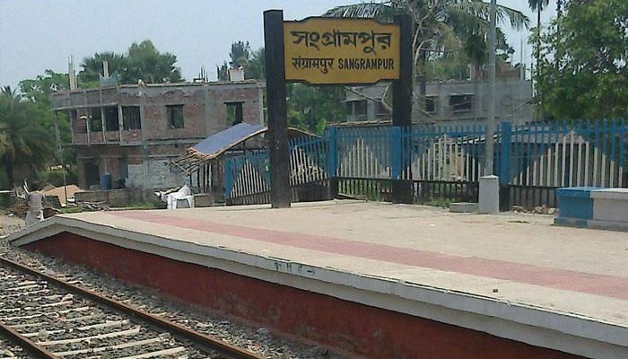 ডায়মন্ডহারবার-শিয়ালদা লোকালে মহিলা কামরায় দিনেদুপুরে ছিনতাই