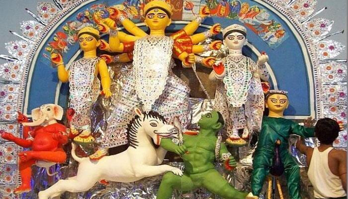 সাবেকিয়ানা এখনও অটুট বনেদি বাড়ির পুজোয়