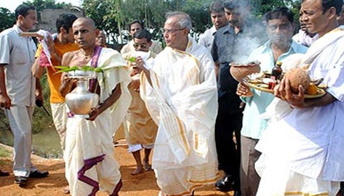 পুজোর চারদিন বাড়ি থেকে কাটিয়ে দিল্লি ফিরে গেলেন রাষ্ট্রপতি প্রণব মুখোপাধ্যায়