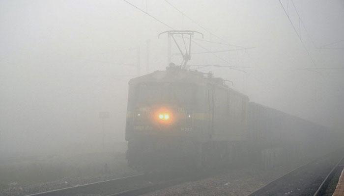 ঘন কুয়াশায় বিপর্যস্ত রেল, ২১ টি ট্রেনের সময়সূচিতে রদবদল, বাতিল ৩টি ট্রেন