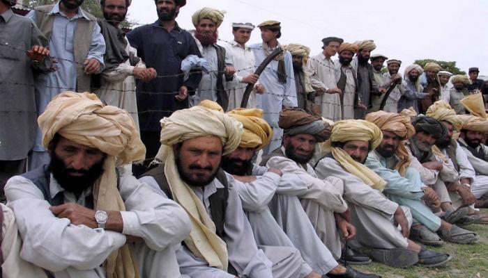 দেশের সেনাবাহিনীর বিরুদ্ধেই এবার গর্জে উঠল পাকিস্তানে বসবাসকারী পাস্তুনরা