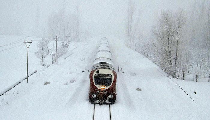 শ্রীনগরে বরফে ঢাকা ট্রেন