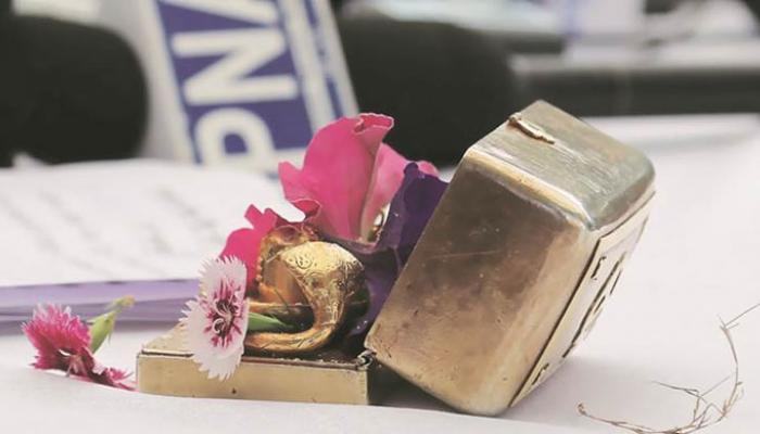 'পোর্টেবল পূজা বক্স' হাতে সাংবাদিক সম্মেলনে সিধু