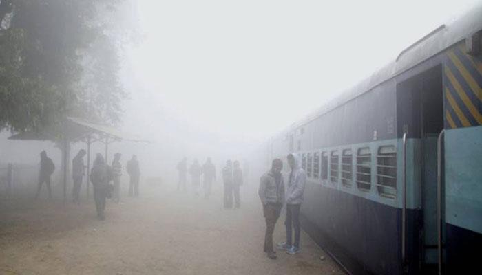 উত্তর ভারতের ঘন কুয়াশার জেরে দুর্ভোগে যাত্রীরা