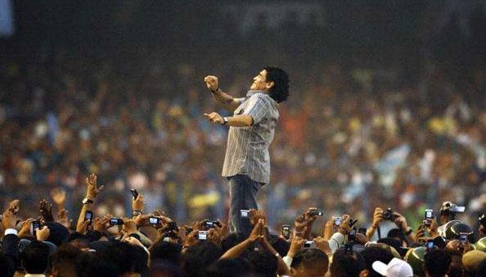 দেবী পক্ষ পড়তেই কলকাতা মেতে উঠবে দিয়েগো মারাদোনা উত্সবে