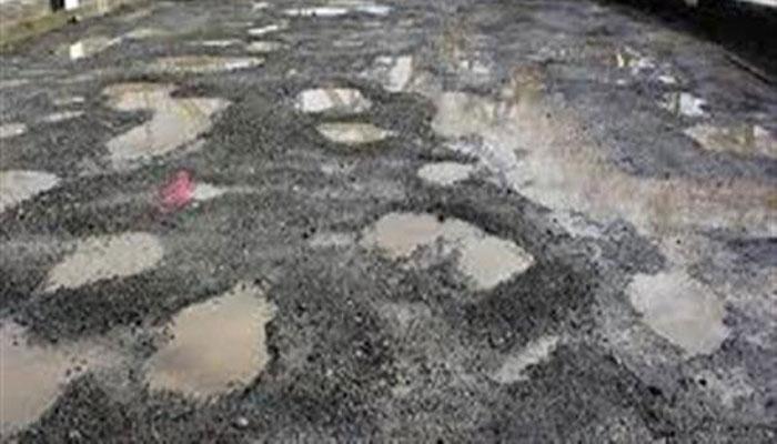 রিষড়ার লক্ষীপল্লি মোড় থেকে বাগপাড়া পর্যন্ত রাস্তা বেহাল