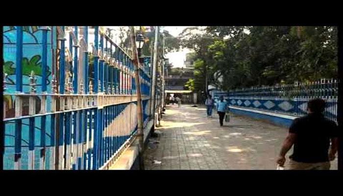 মমতার ঘোষণায় মিছিলের পথ রুদ্ধ কলেজ স্কোয়ারে